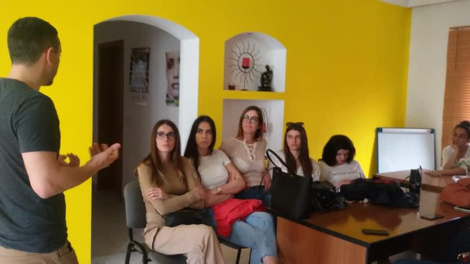 Studentët e vitit të tretë në degën e Studimeve Psikosociale pranë Universitetit Mesdhetar te Shqiperise.