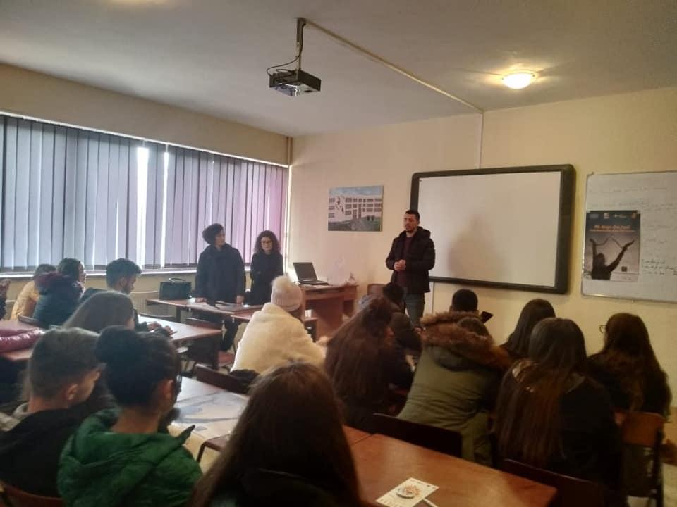 """16 ditët e aktivizmit kundër dhunës ne nxënësit e gjimnazit """"Thermistokli Germenji"""" në Korçë!"""