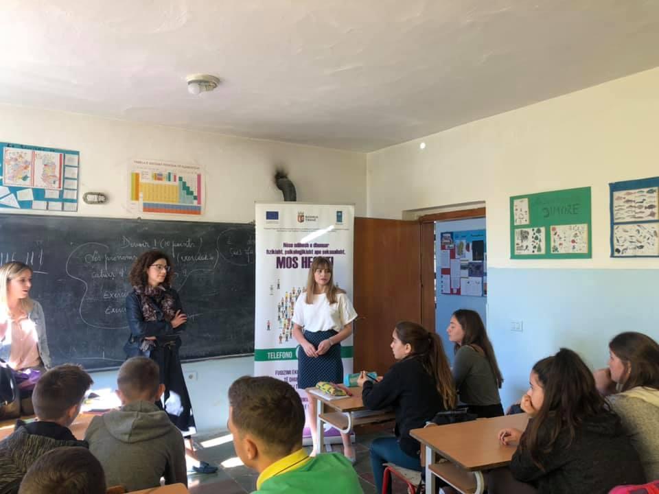 """Workshop në shkollën 9-vjeçare """"Pezë e Vogël"""" dhe gjimnazin """"Sadi Nuri"""" Ndroq"""