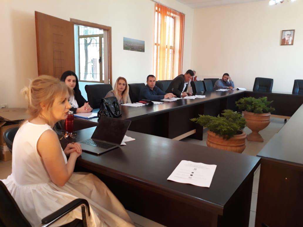 Linja e Këshillimit për Gra dhe Vajza ngre Mekanizmin e Koordinuar të Referimit për Rastet e Dhunës në Familje në Bashkinë Devoll